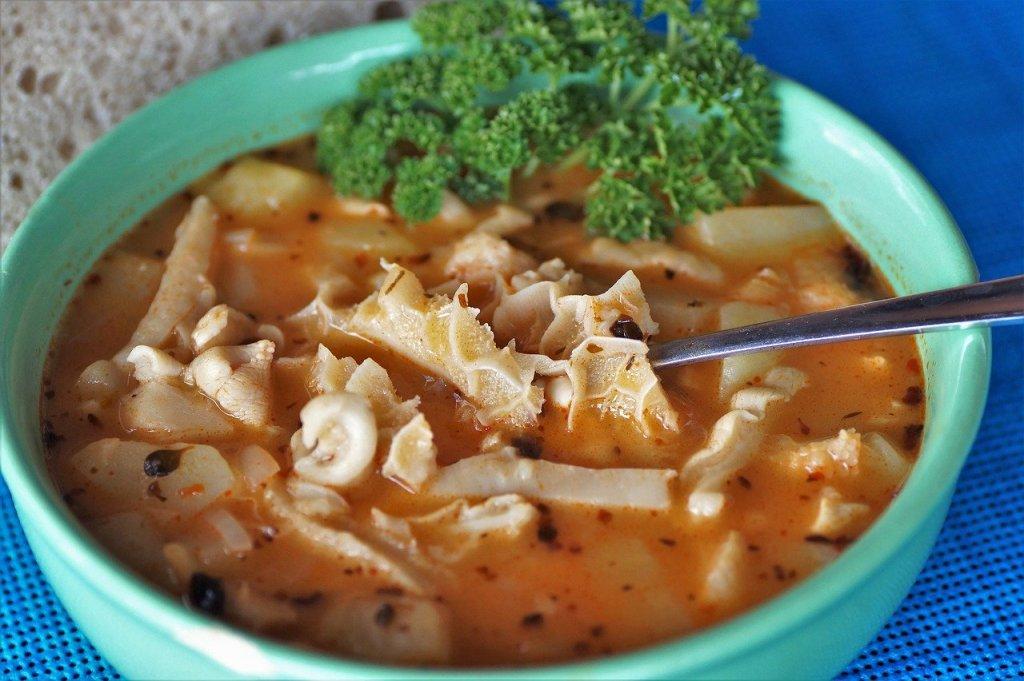 Flaki - tradicinė lenkiška sriuba. Viena iš labiausiai žinomų ir dažniausiai užsakomų.